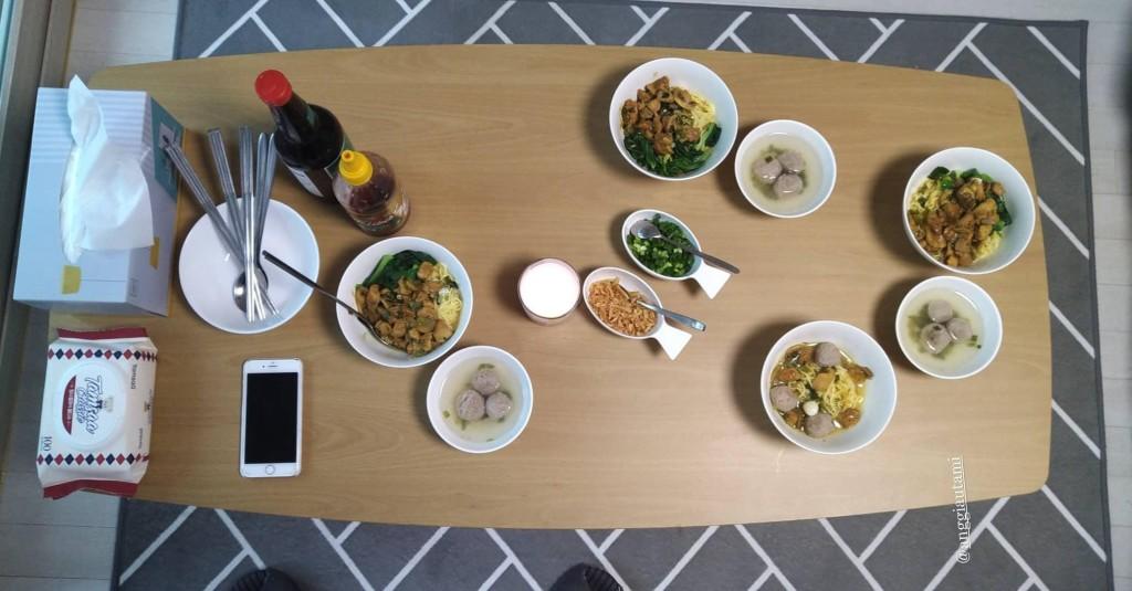 Tatkala rindu makanan Indonesia, memasak sendiri adalah pilihan terbaik. Di Seoul sendiri terdapat beberapa restoran khas Indonesia, tapi harganya tentu menantang. (Source: Pribadi)