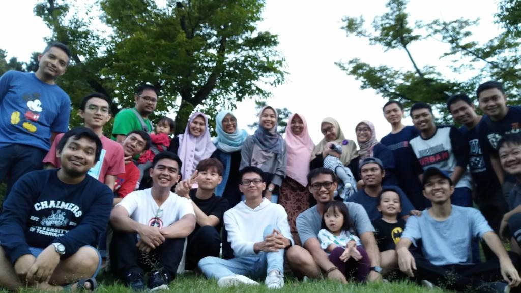 Sebelum pandemi melanda, kumpul keluarga besar mahasiswa Indonesia di SNU biasanya jadi salah menu utama rekreasi di setiap semester. Ditunggu ya kalau mau lanjut studi di SNU. (Source: Pribadi)