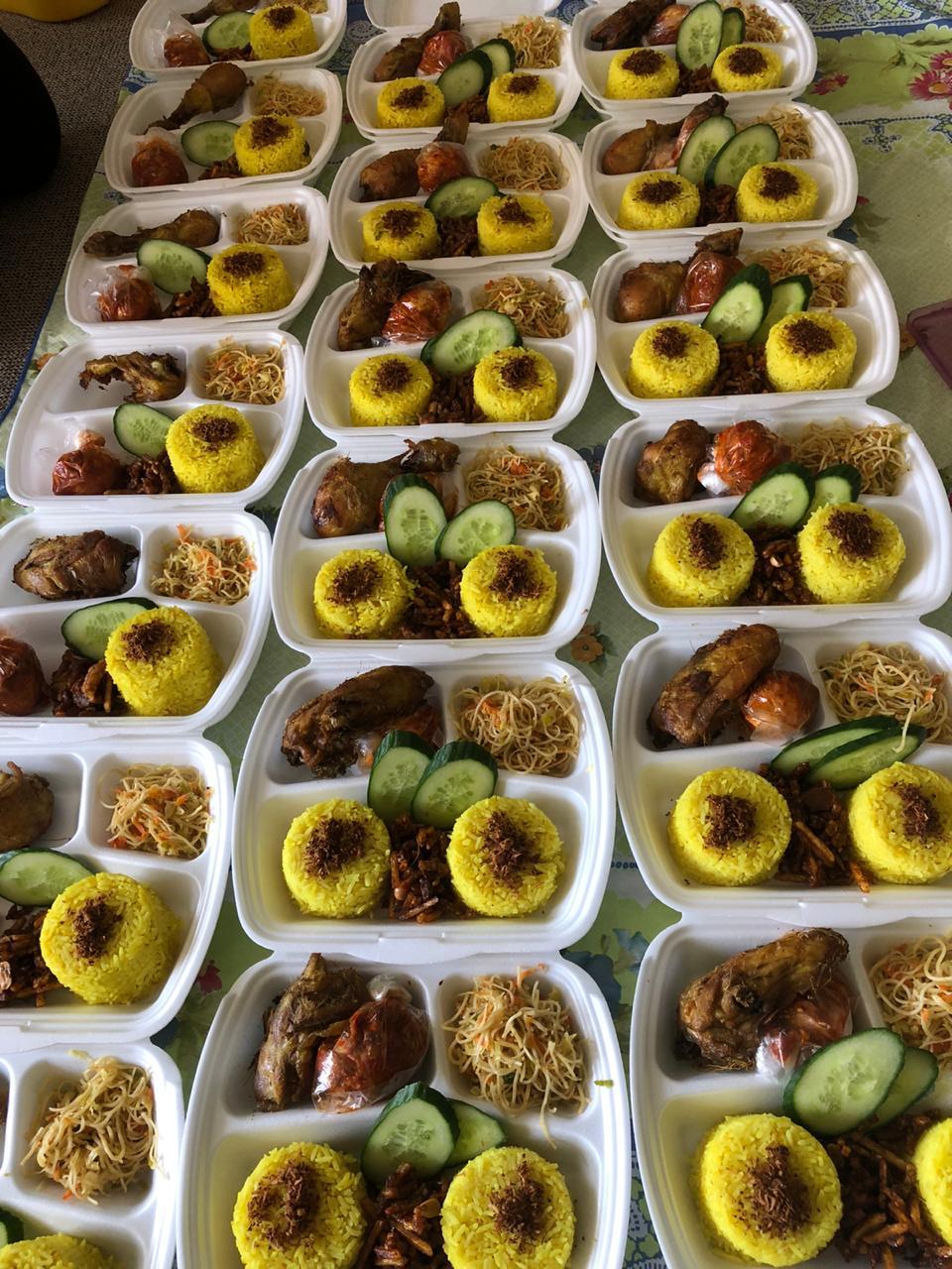 Nasi kuning untuk dibagikan ke teman-teman Nuril