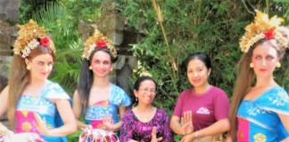 Professor Siti Kusujiarti (in the middle) continues promoting Indonesia and Indonesian cultures from afar.
