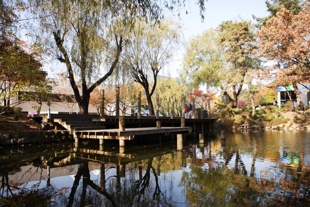 Telaga Jahayeon (Jahayeon Ponds) adalah salah satu titik landmark SNU (SNU)