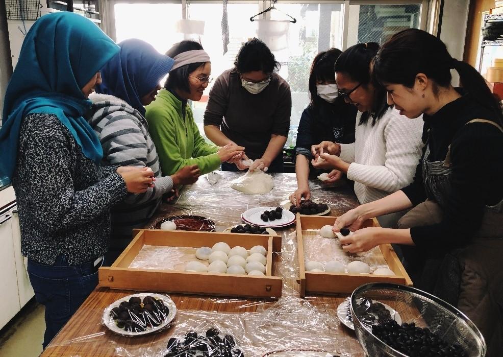 Membuat Kue Mochi di Laboratorium. Sumber: Foto pribadi, Bramantyo Wikantyoso.