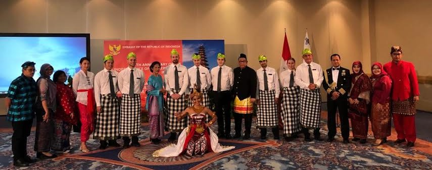 Awalnya, Pinkan mulai menari di acara-acara KBRI, seperti di resepsi diplomatik