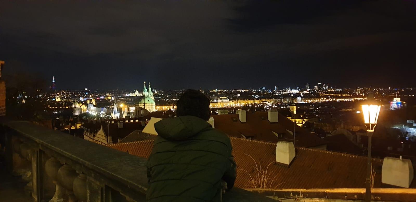 Sebagus-bagusnya Paris, masih lebih bagus Praha. Lebih romantis. (Nic & Mar LINE Story)