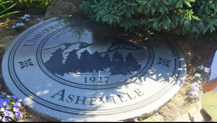 """The emblem of the UNC Asheville, showing the famous Appalachian Mountains. The motto of the university is """"I lift my eyes to the mountain"""" (levo oculos meos in montes)"""