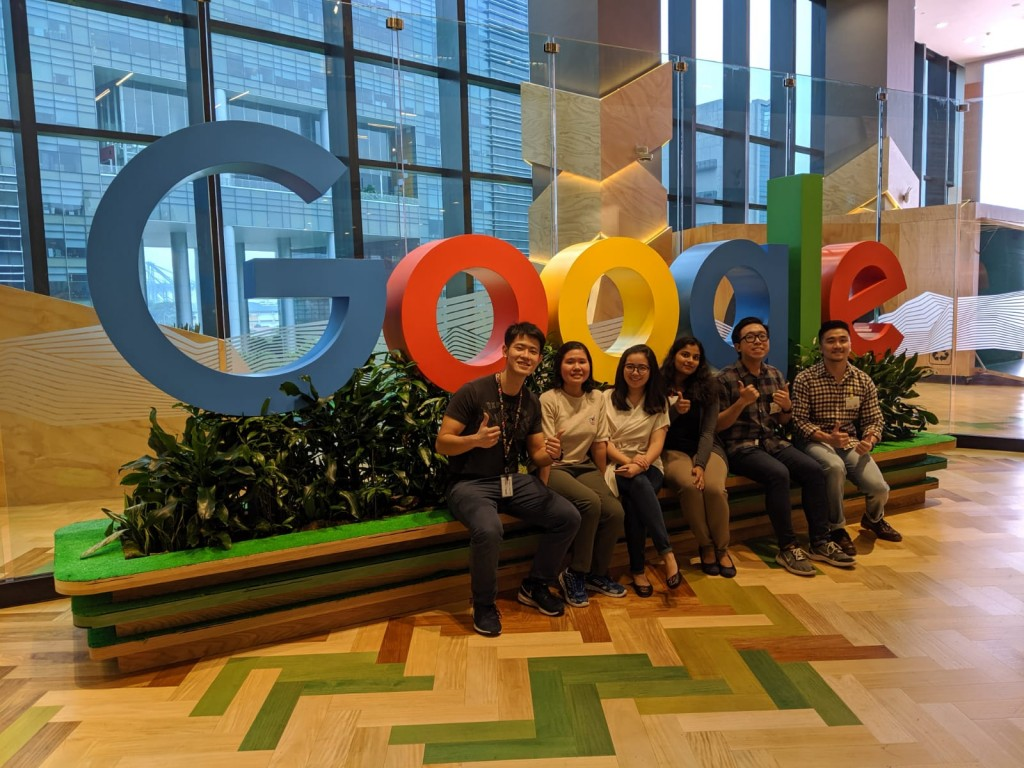 Siska, second from left, with her SIM friends and mentor Vincent Tatan (left) from Google Singapore. (Source: Siska Kristanti Lim)