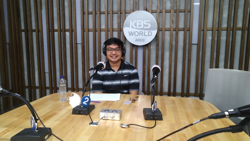 Situation during the recording in one of the KBS World Radio's studio.