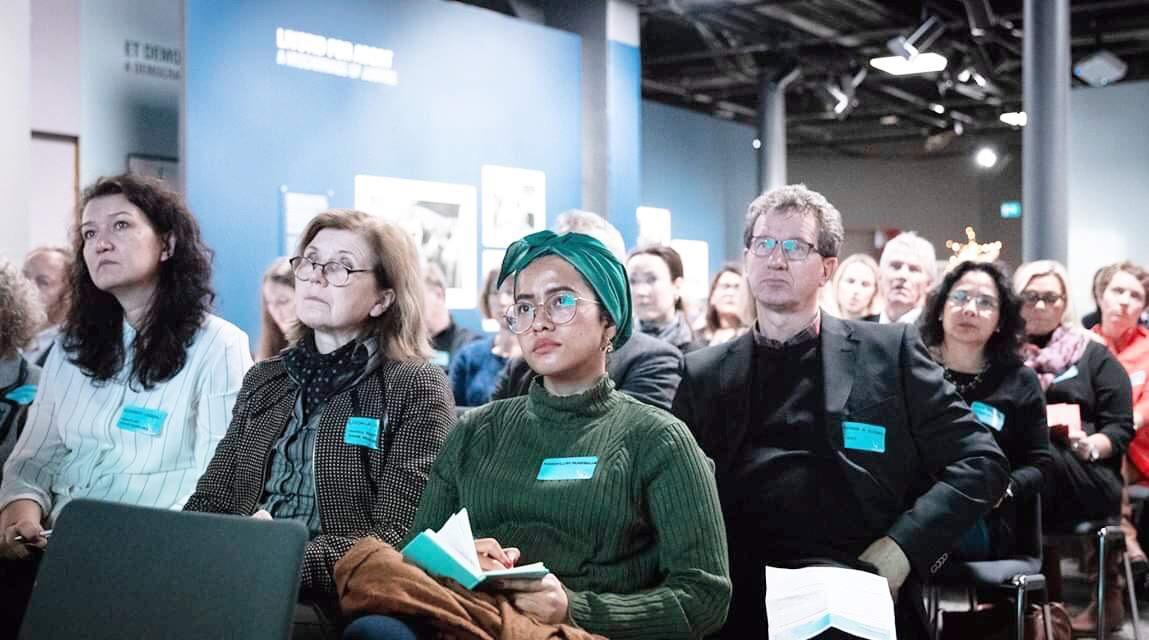 Nadhill (ketiga dari kiri) mewakili institusi magangnya menghadiri Annual Nobel Peace Prize di Oslo, Norwegia