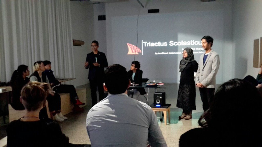 Presenting the Indonesian students manifesto on the cross cultural art event in St Paul's Gallery Auckland