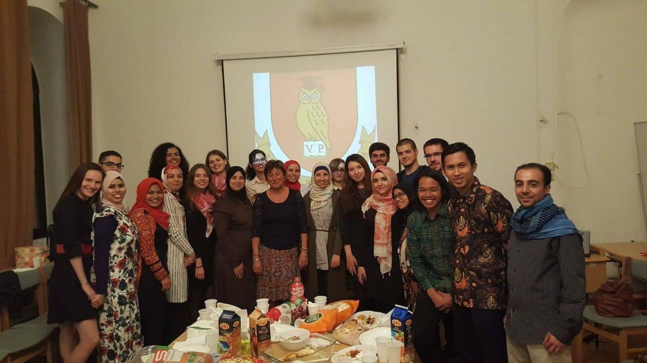 Fei (kedua dari kanan) bersama teman-temannya di acara Welcome Party Faculty of Modern Philology and Social Sciences University of Pannonia