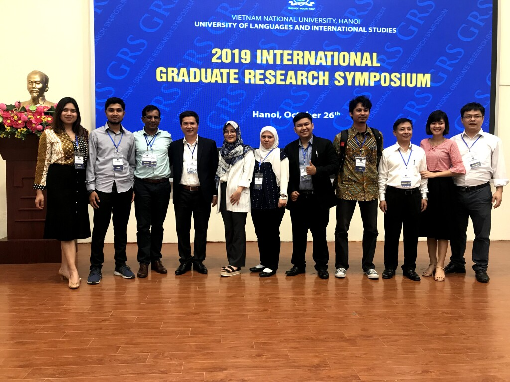 At the closing ceremony of International Graduate Research Symposium in Hanoi, Vietnam. Source: Personal documentation