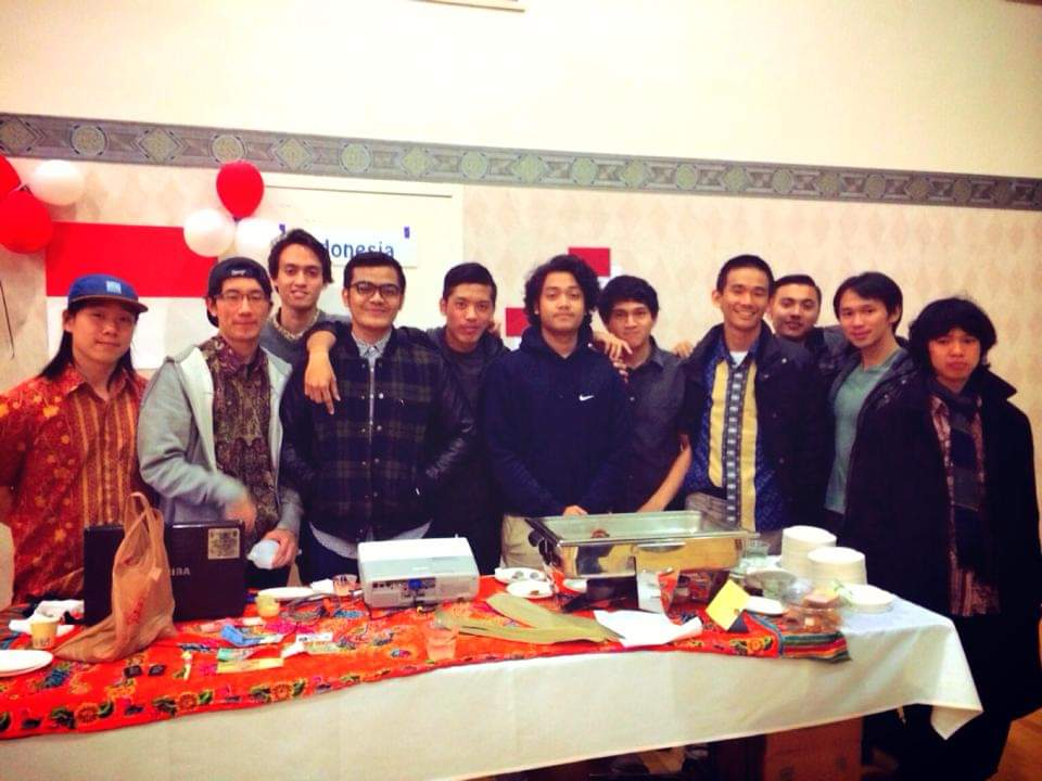 Robert (third from right) during a cultural night with other Indonesian students in CU-Boulder.