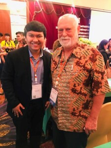 Yogi with Andy Kirkpatrick, one of the most prominent experts in English Language Teaching in Asia TEFL Conference 2019. Source: Personal documentation