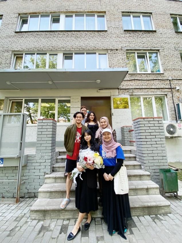 Bersama mahasiswa Indonesia di HSE Moscow. Sumber: dokumentasi pribadi