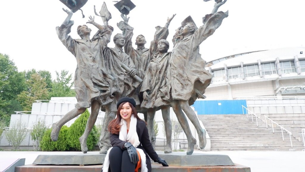 Statue of graduates in Tsinghua University. (Source: Author)