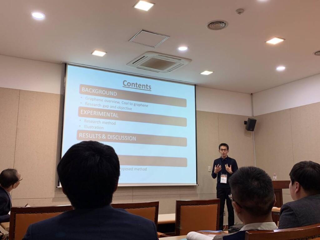 Ketika berkesempatan menjadi salah satu oral presenter di salah satu konferensi. Sumber: Corwin