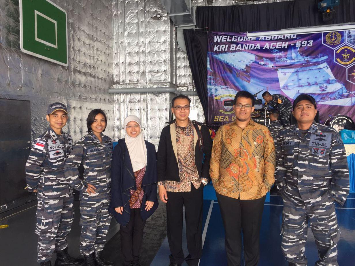 Lavinia Disa and the naval crews of KRI Banda Aceh. Source: Personal documentation
