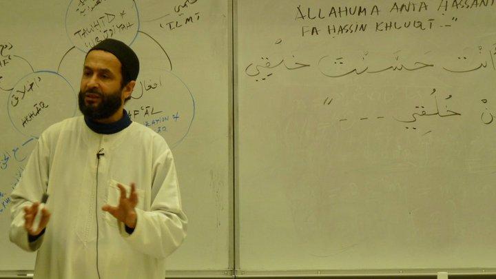 Sesi kajian agama Islam dari unit kerohanian Islam kampus. Sumber: University at Buffalo Muslim Student Association