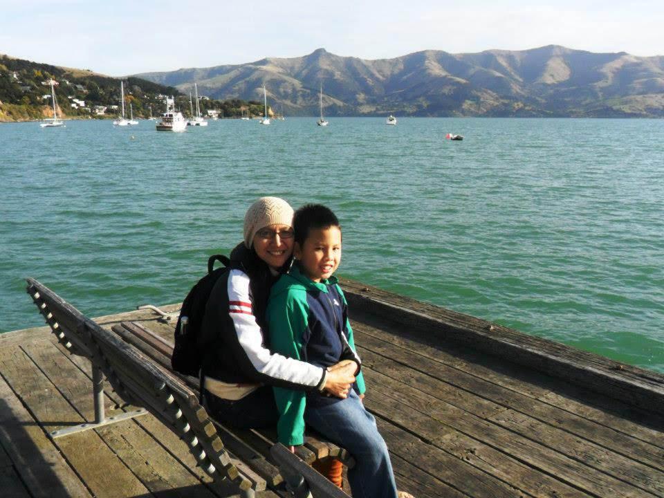 Bersama putra semata wayang di kota Christchurch. Sumber: Dokumentasi pribadi