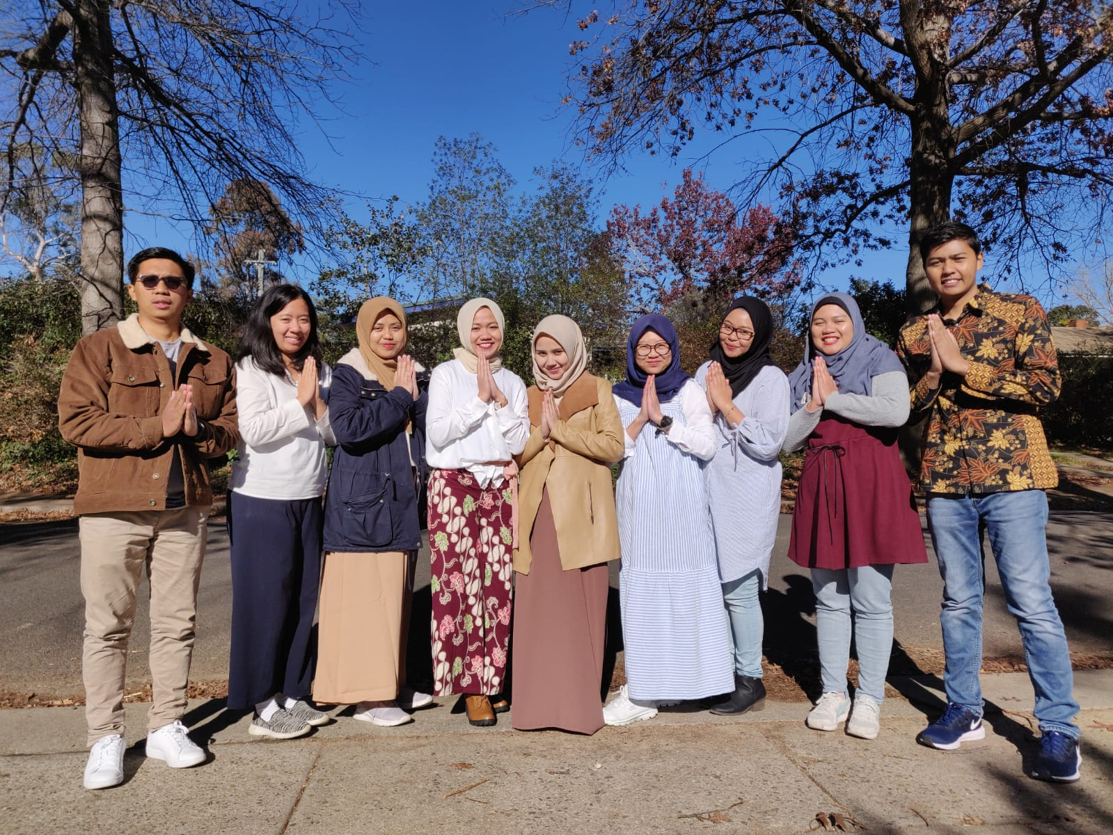 Chandra and other Indonesian students during Ramadhan at ANU. Source: Personal documentation.