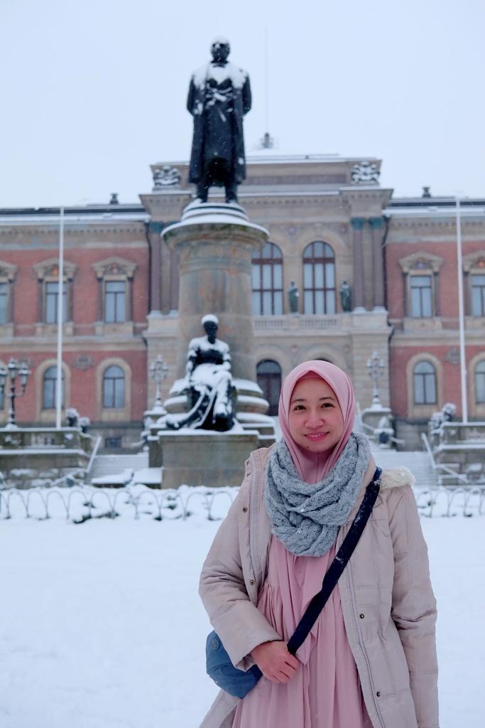 Tri bangga bisa berkuliah di Uppsala University, tempat bapak taksonomi modern Carl Linnaeus dulu menimba ilmu. Linnaeus memang lahir dan tinggal di kota ini selama lebih dari 50 tahun.