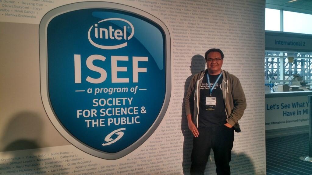 Selama kegiatan Intel ISEF, Nazhir menjadi salah satu sukarelawan penerjemah bagi peserta kompetisi dari Indonesia