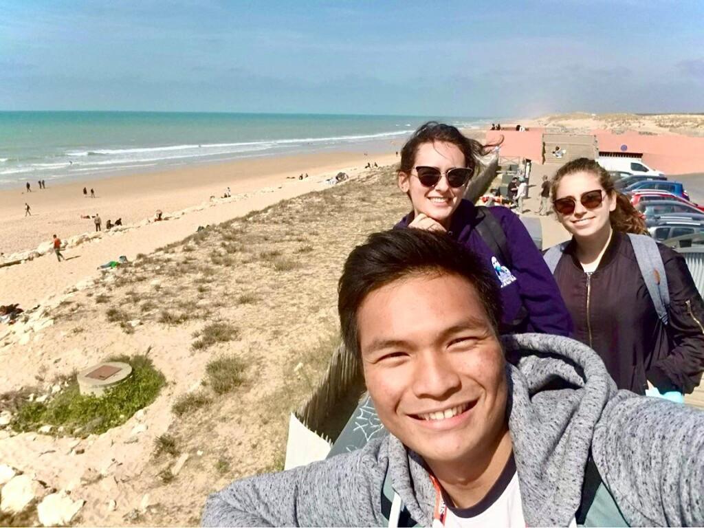 Arzak mengunjungi Lacanau Ocean bersama temannya