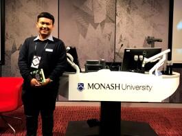 Yogi di salah satu ruang kelas di Monash University, Australia. Sumber: Dokumentasi pribadi