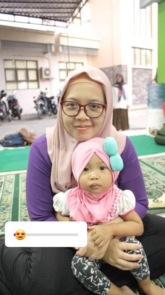 Potret seorang working mother di sebuah Masjid tempat Ia mengabdi