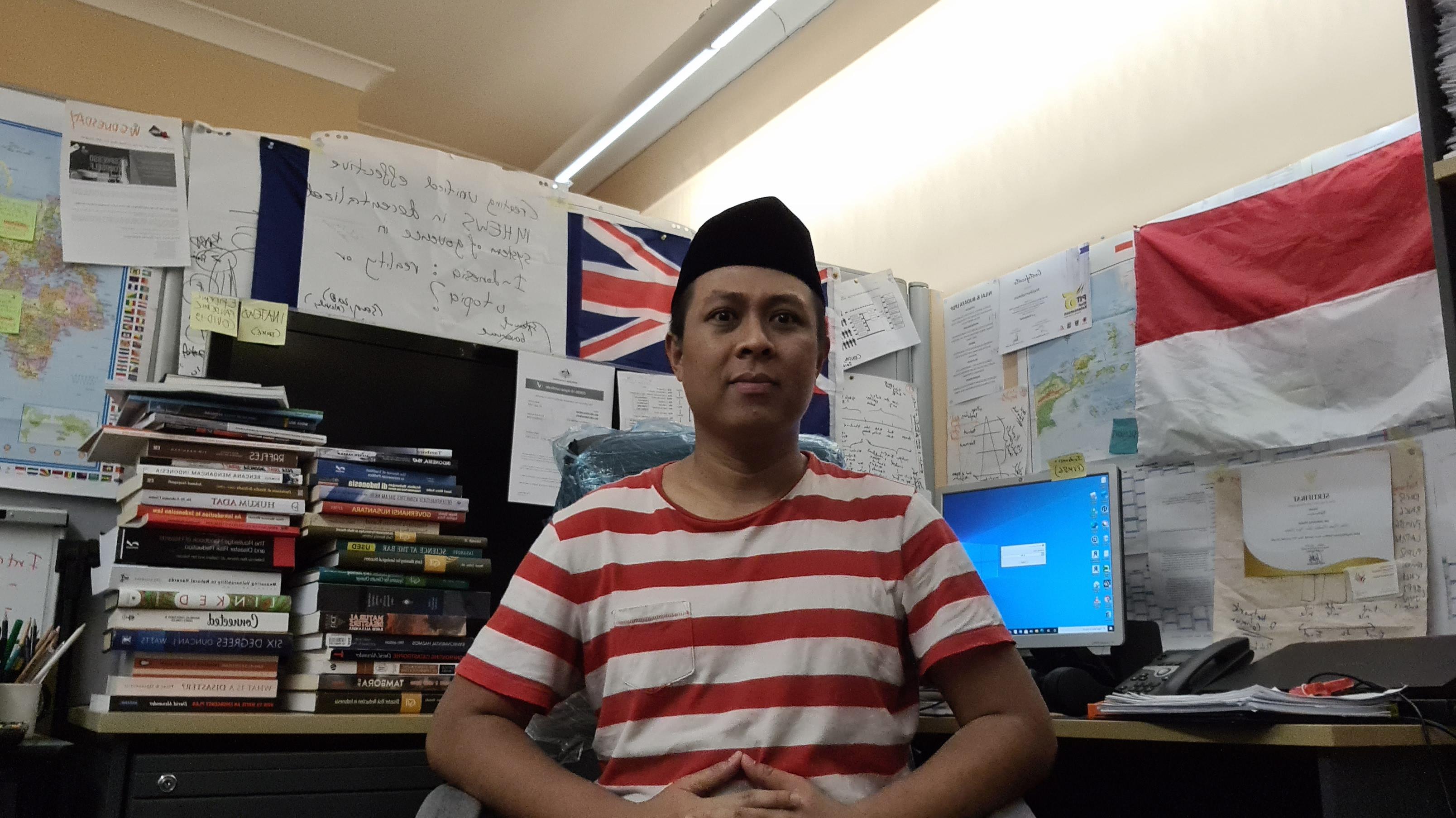 Mujiburrahman at his PhD office at Charles Darwin University, Australia. Source: Personal documentation