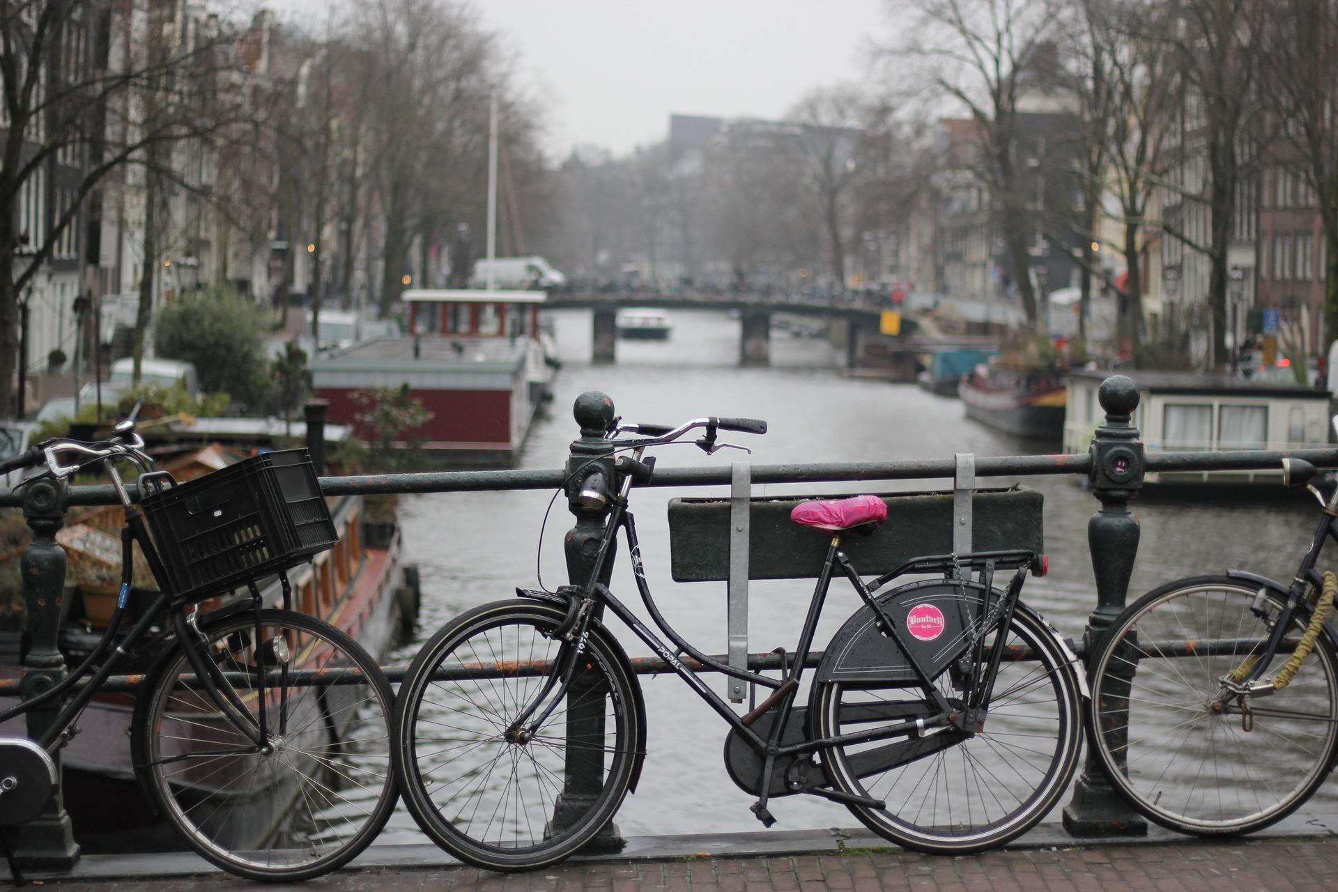 Sepeda di Belanda - Sumber foto: B. Alice (Pixabay)