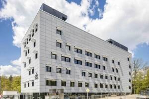 Gedung German Aerospace Center (DLR) Stuttgart, research center untuk aerospace, energi dan transportasi Jerman, tempat Yoga meniti karirnya sebagai Research Fellow