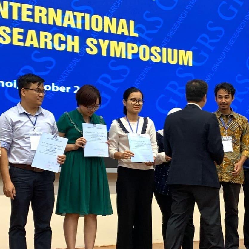 Ahmad Junaidi saat menjadi Best Speaker di International Graduate Research Symposium, Hanoi, Vietnam. Sumber: IGRS 2019