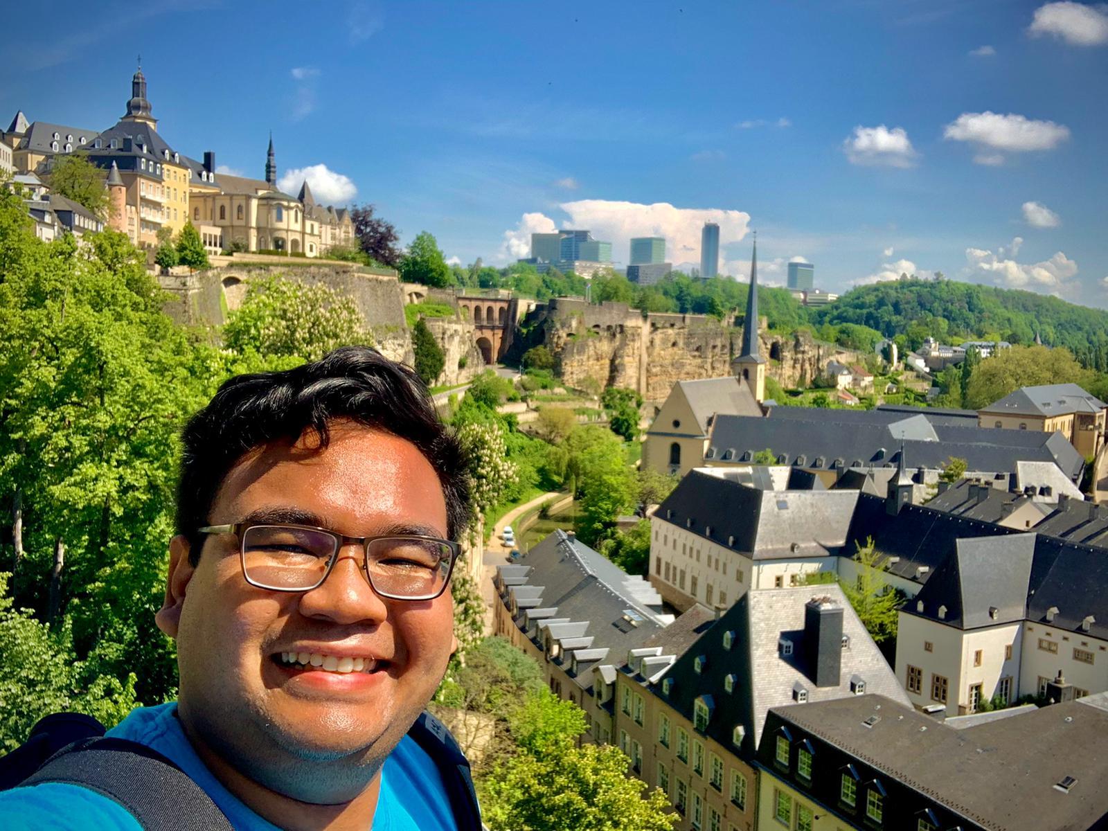 Yoga melakukan solo-travelling ke Luxemburg di sela-sela kesibukan pekerjaannya.