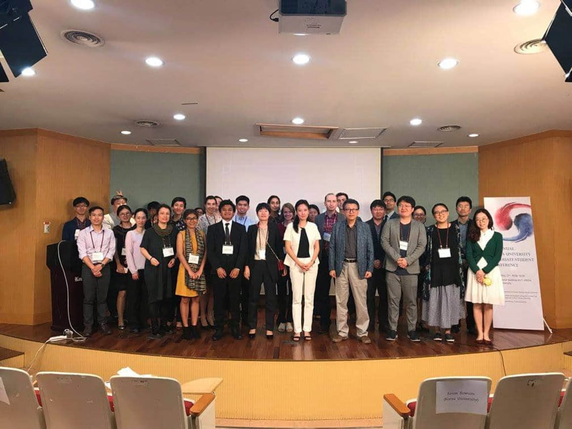 Berpose bersama peserta 6th Korea University Graduate Student Conference