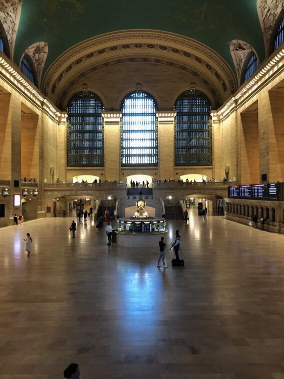 A nearly empty Grand Central Station during the pandemic