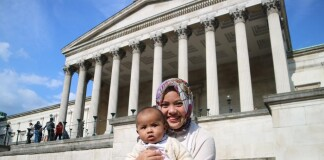 Elnoviamy and her son Radiant in front of the iconic University College London main building a few days before returning home