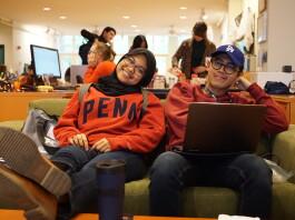 Arliska Fatma Rosi (kiri) bersama rekan penerima LPDP lainnya di Graduate Student Center, Penn.