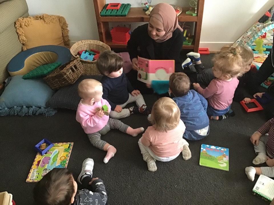 Restika saat bekerja di childcare di Melbourne, Australia. Sumber: Dokumentasi pribadi