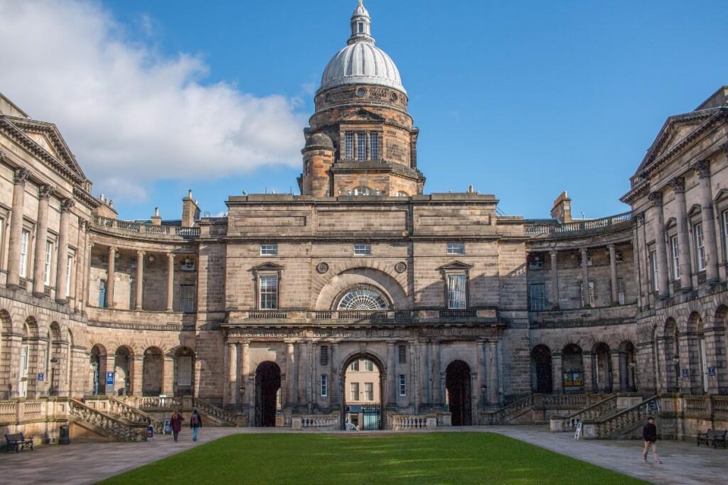 University of Edinburgh Old College. Sumber: Wikipedia