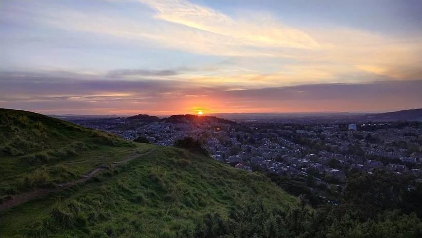 Menikmati sunset dari Blackford Hill. Instagram: alif_sussardi