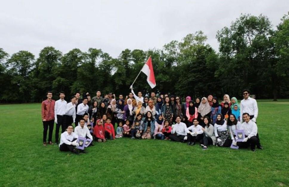 Bersama warga Indonesia di upacara kemerdekaan