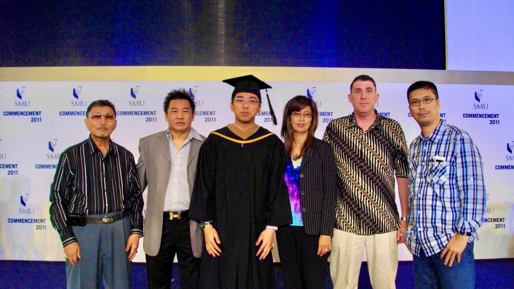 Kenneth and his family smiled together during his graduation from bachelor's program at Singapore Management University in 2011.