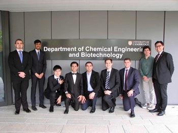 Afrizal bersama teman-teman satu kelasnya di program Master of Philosophy Chemical Engineering